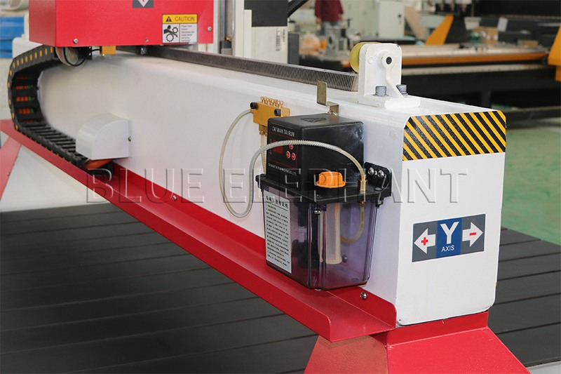automatic lubrication system of 1325 wood working cnc machinery with 7kw hsd spindle