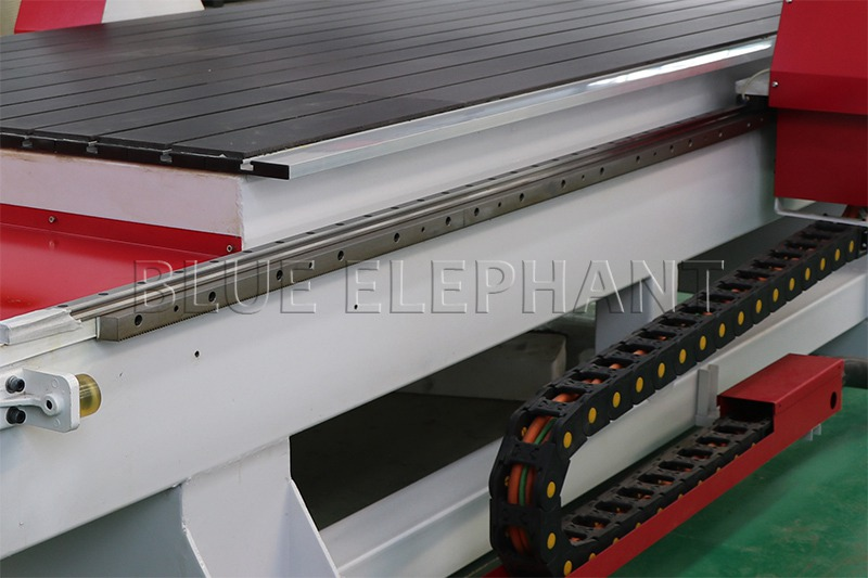 linear rail of 1325 wood working cnc machinery with 7kw hsd spindle