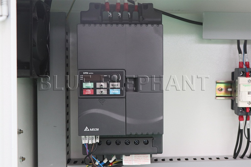 taiwan delta inverter 7.5kw of 1325 wood working cnc machinery with 7kw hsd spindle