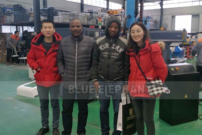Rwanda-Customer-Come-again!4-Axis-Woodworking-Machinery